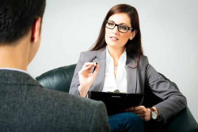 Стоит ли поступать учиться на психолога?